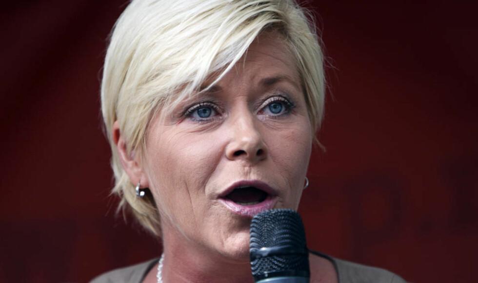- SIV, DU LYVER! Norsk Folkehjelp er ikke nådige i sin karakteristikk av Frp's formann. Foto: LISE ÅSERUD/SCANPIX