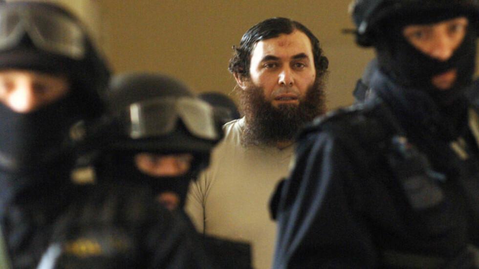 DØMT: Svenske Oussama Abdullah Kassir (43) fikk livstid i fengsel for en rekke terrorrelaterte tiltalepunkter. Foto: AP Photo/CTK