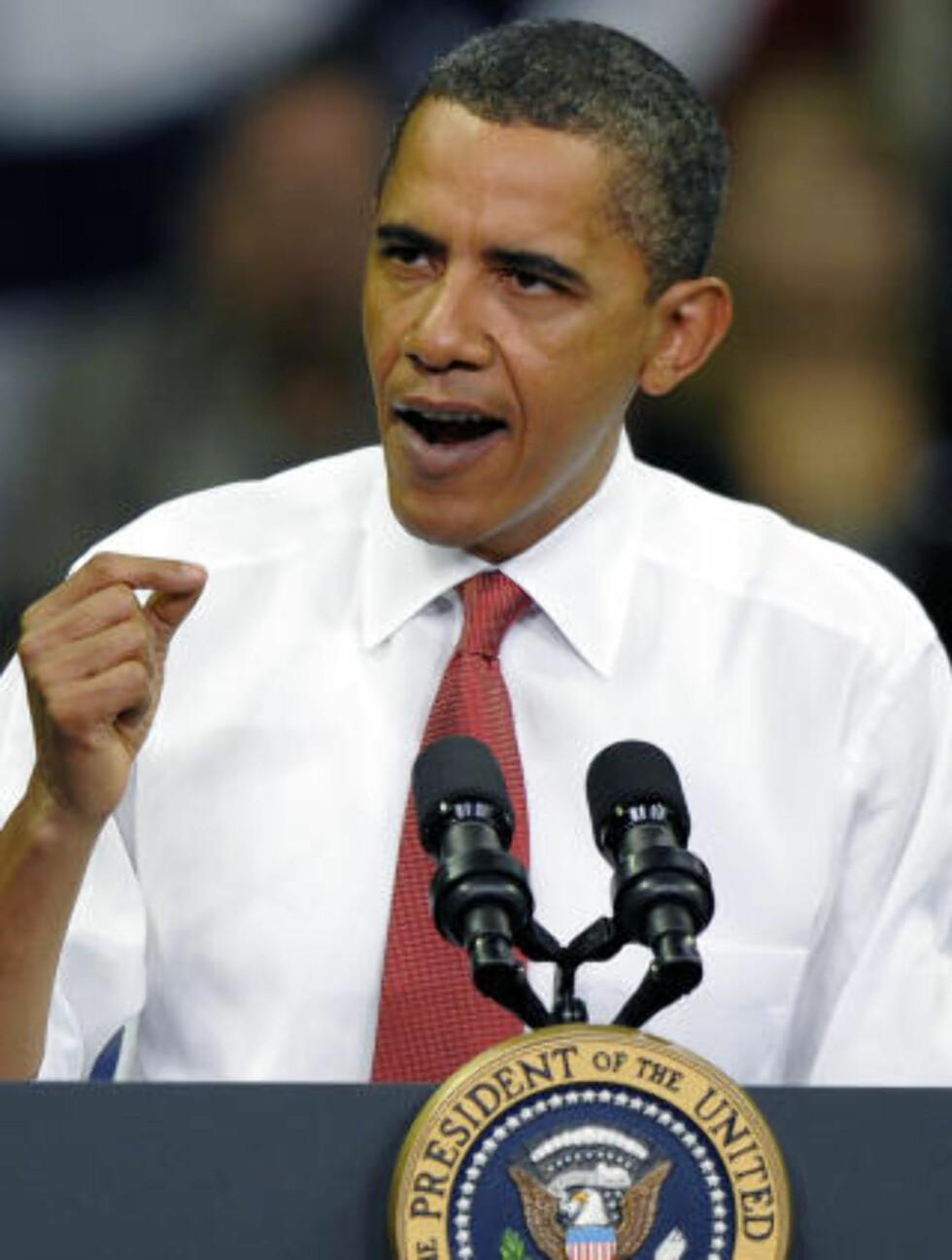 JOBBER I MOTVIND: USAs president Barack Obama sliter kraftig med å få gjennomslag for sin drøm om helsereform. Den krevende krigen i Afghanistan skaper også trøbbel. Foto: Jewel Samad/Scanpix