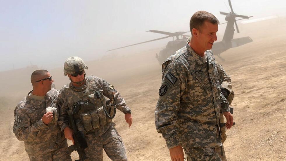 FRYKTER TAP: ISAF-sjef og USAs toppgeneral i Afghanistan, Stanley McChrystal (t.h.) mener krigen i Afghanistan er tapt hvis ikke amerikanerne sender flere titusener nye soldater. Foto: Scanpix/AFP