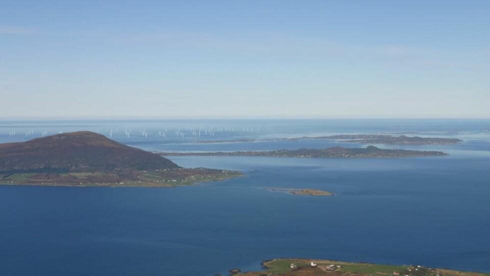 HAVVINDMØLLER: Havsulprosjektet utenfor Sandøy på Mørekysten er Norges største offshore vindpark. Men de fleste investorer velger olje og gass i Norge. Foto: Havgul.