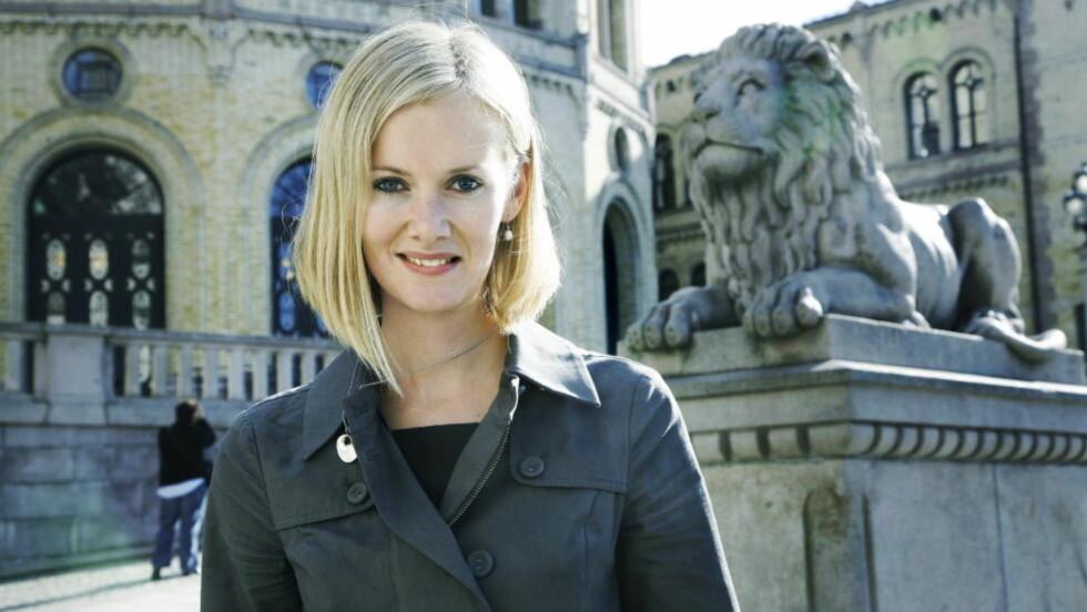 ADVARER: Nestleder Inger Lise Hansen i Kristelig Folkeparti oppfordrer eget parti om å ta grep for å framstå som et mer åpent parti. Hun sier leder Dagfinn Høybråten må legge til rette for en tydeligere debatt internt.  FOTO: STEINAR BUHOLM