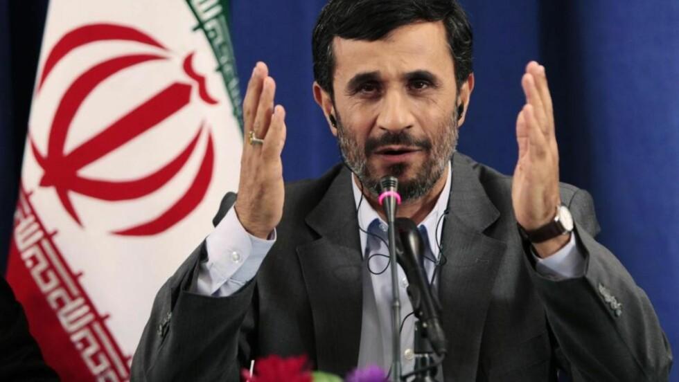 <strong>MODERAT HOLDNING:</strong> Irans president Mahmoud Ahmadinejad mener at Vesten overreagerer på nyheten om at Iran bygger et nytt anlegg for anriking av uran. Han sier Iran respekterer alle IAEAs regler. Foto: SCANPIX / Lucas Jackson / REUTERS