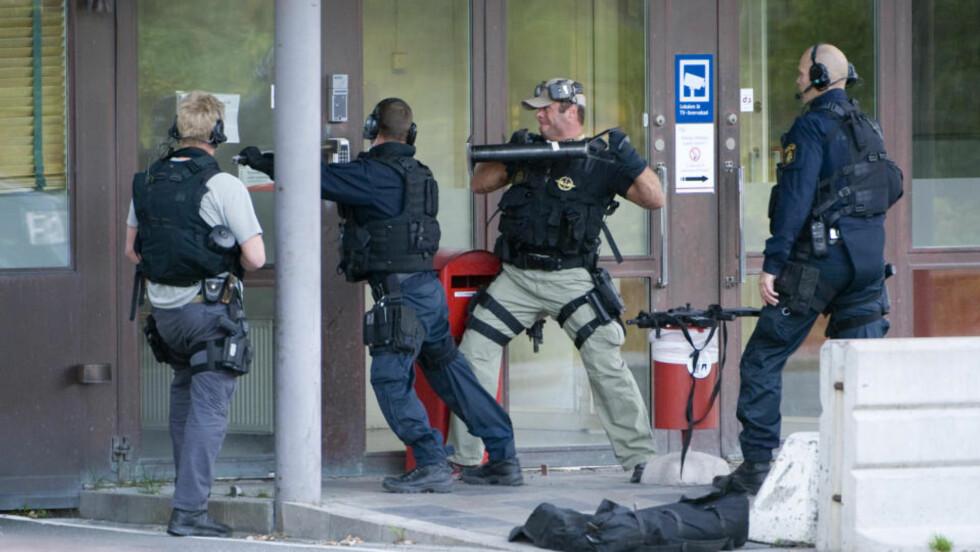 EN PÅGREPET: Politiet tok seg inn i pengesentralen, men var for sene til å ta ranerne på fersken. Nå er en person pågrepet, mistenkt for å ha tatt del i gigantranet. Foto: Pontus Lundahl / Scanpix