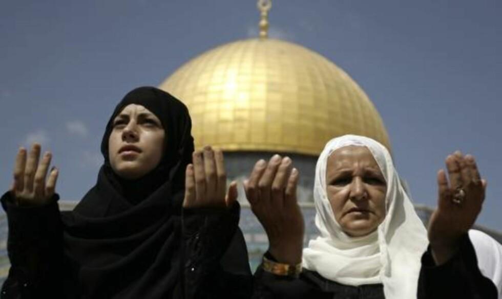 VIKTIG STED: Tempelhøyden ligger på et lite høydedrag øst i Jerusalems gamleby og er et viktig sted både for både jøder, muslimer og kristne. Tempelhøyden er jødedommens aller helligste plass, mens den er det tredje mest hellige stedet i islam, etter Mekka og Medina i Saudi-Arabia. Foto: SCANPIX
