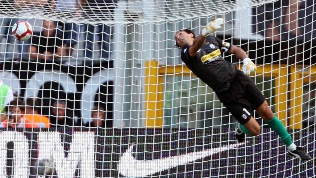 UTLIKNINGEN: Gianluigi Buffon klarte ikke stoppe overtidsmålet til Bologna. Foto: REUTERS