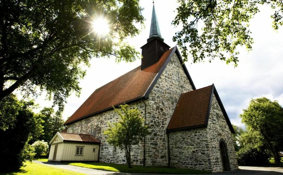 LITE AKTIVE: Ny undersøkelse viser at bare to prosent dukker opp til gudstjenestene. Bildet er av Stiklestad kirke. Foto: Gorm Kallestad / SCANPIX