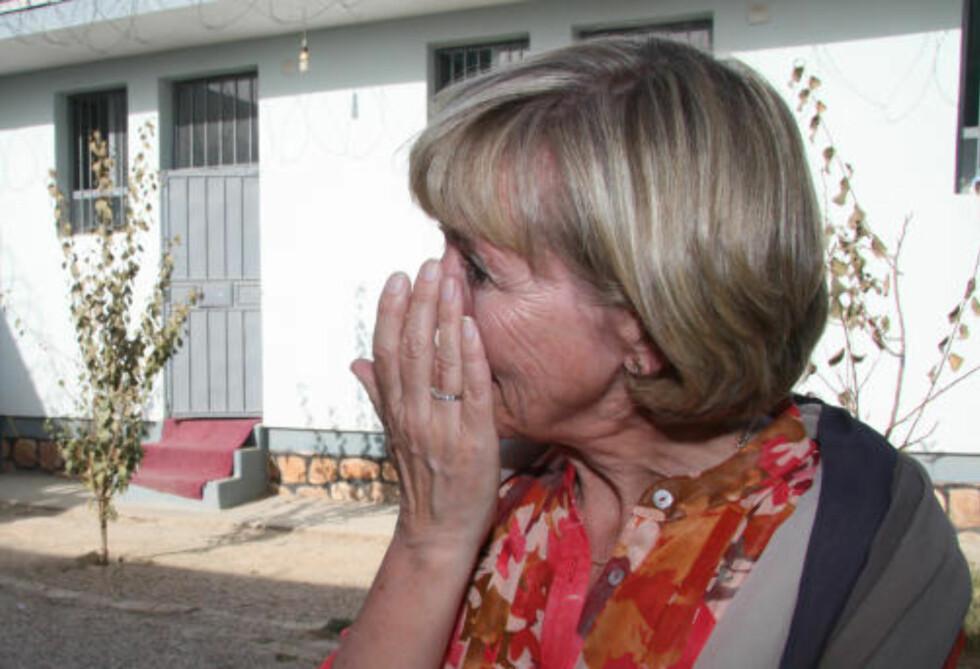 STERKT MØTE: Forsvarsminister Anne-Grete Strøm-Erichsen har engasjert seg personlig for de fengslede kvinnene i Meymaneh. Selv om forholdene har blitt bedre, er historiene deres til å gråte av. Foto: Kristoffer Egeberg / Dagbladet