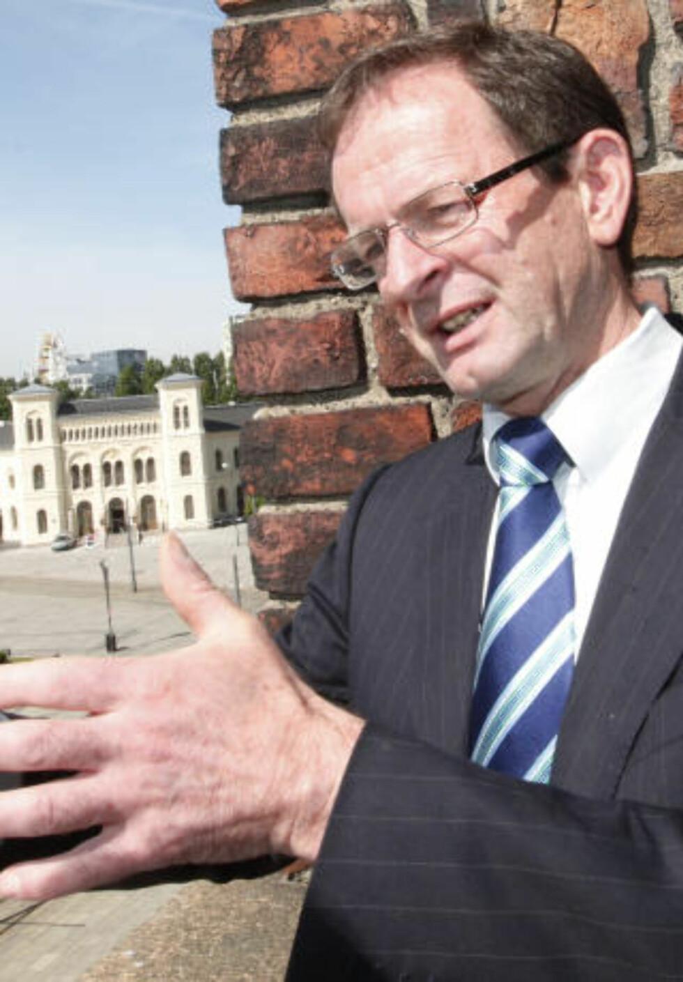 GA LØFTE: Tidligere byrådsleder Erling Lae lovte ham en ny sjefsstilling, men mener Johannessen ikke fikk sparken etter Holmenkollskandalen. Foto Morten Holm / SCANPIX .