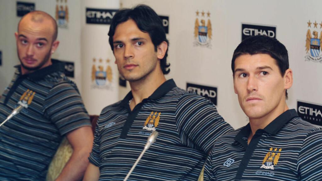 PÅ TUR: Manchester City-spillerne Steven Ireland, Roque Santa Cruz og Gareth Barry var blant dem som fikk være med til City-eiernes Dubai i sommer. Der ble det neppe spart på mye, men klokker til halvannen million er i overkant, selv for dem. Foto: SCANPIX/AP/Andrew Parsons