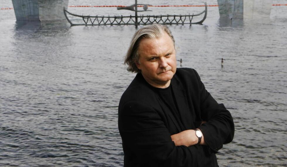 TILJUBLET: Den kritikerroste og prisbelønte 50-årsjubilanten Jon Fosse har fått en verdifull portrettbok, som også er et viktig kildeskrift. Foto: Erling Hægeland.