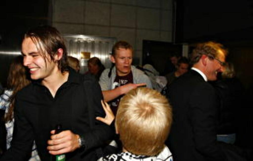 PÅ DRIKKETOPPEN OGSÅ? Vadim Demidov fikk lov til å feste da RBK sikret gullet på banen til erkerival Molde. Foto: ARNT E. FOLVIK