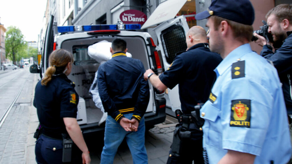 ÅTTE PÅGREPET: Fire personer fra hver front ble pågrepet i saken. Mange ble bortvist til utenfor ringvei 2 i Oslo i 24 timer, slik at de ikke skulle komme til sentrum for å forstyrre ro og orden. Foto: Dagbladet
