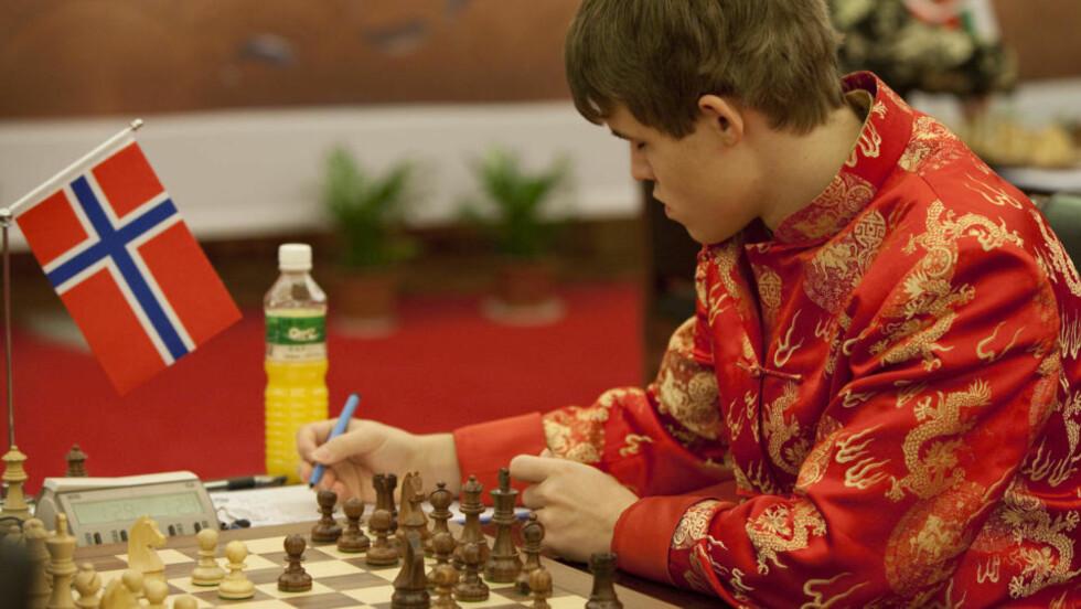 BRØT BARRIERE: I natt toppet Magnus Carlsen suksessturneringen i Kina med å bli den suverent yngste sjakkspilleren i verden over 2800 ratingpoeng. Foto: YUEFENG/SCANPIX