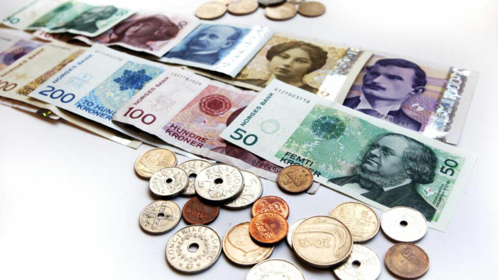 SKATT: Fra og med i morgen ligger skattelistene tilgjengelige på nett.  Foto: Gorm Kallestad/SCANPIX