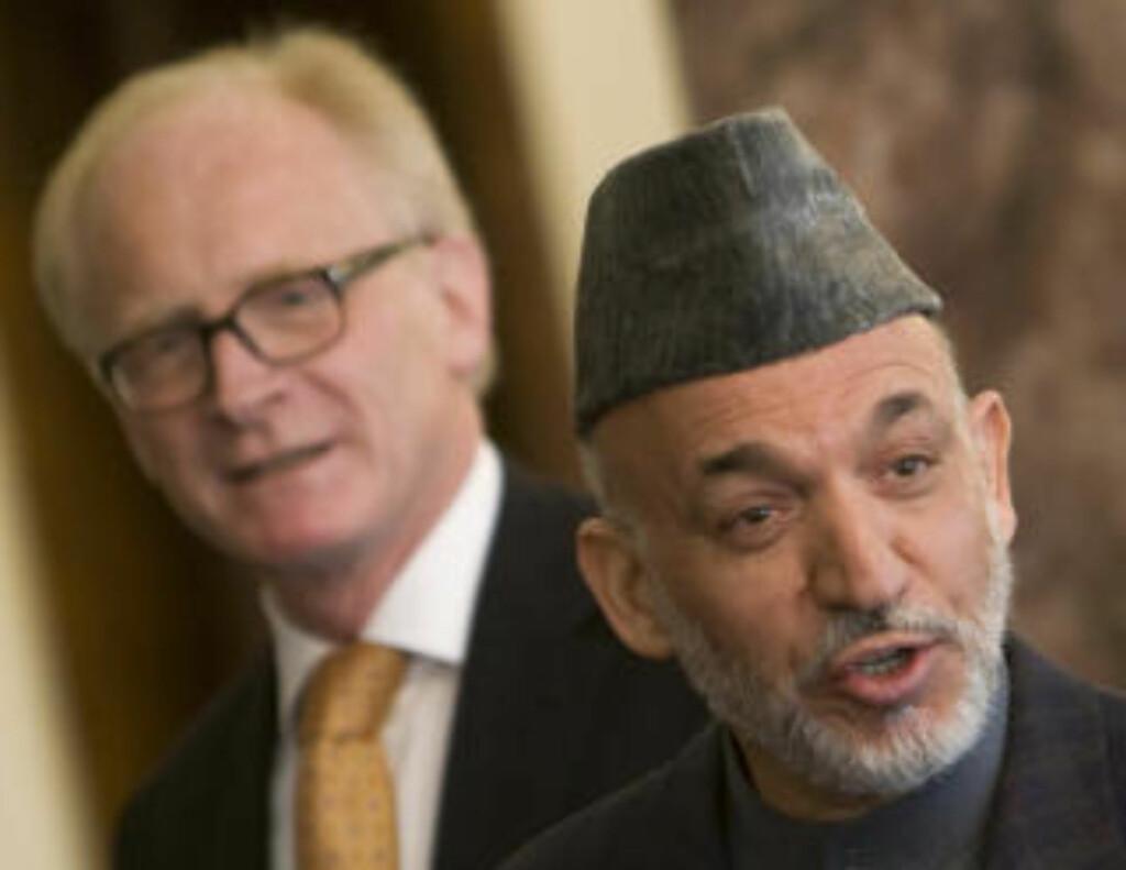 NY VALGRUNDE: President Hamid Karzai vil ikke uten videre akseptere FN-rapporten om valgfusk. Det mener Kai Eide han må gjøre, av respekt for hele valgprosessen. Foto: Reuters