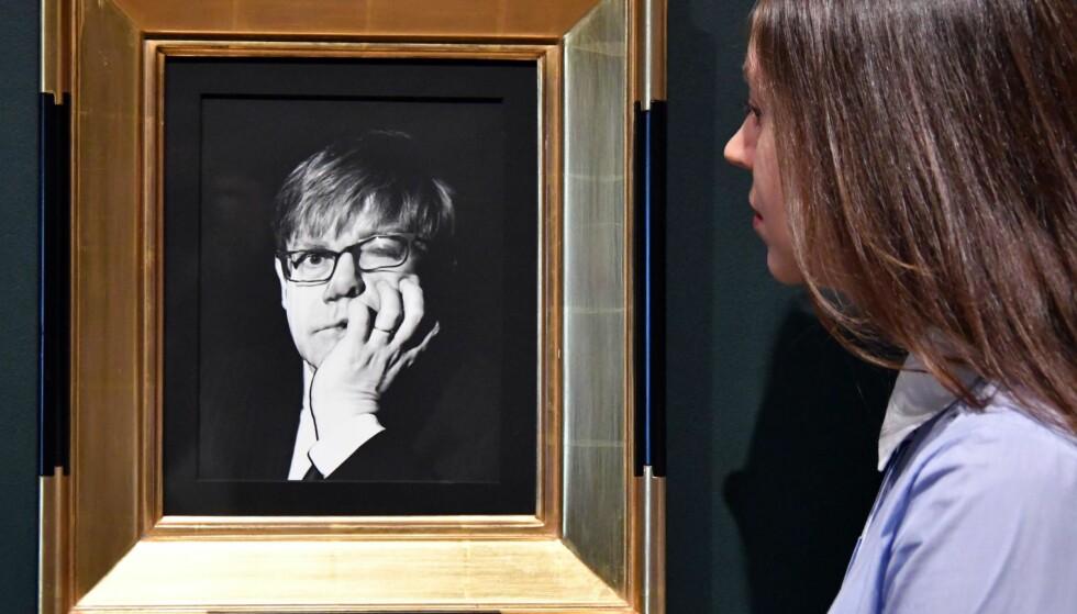 RADIKALT BLIKK: Irving Penns forvridde portrett av Elton John fra 1997 på utstillingen «The Radical Eye» på Tate Modern i London. Foto: Nils Jorgensen/REX/Shutterstock/NTB Scanpix