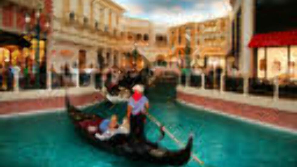 THE VENETIAN: Dette er ikke Venezia, men en kunstig kopi av Canal Grande inne i hotellet  The Venetian i Las Vegas. Foto: Kirsten M. Buzzi