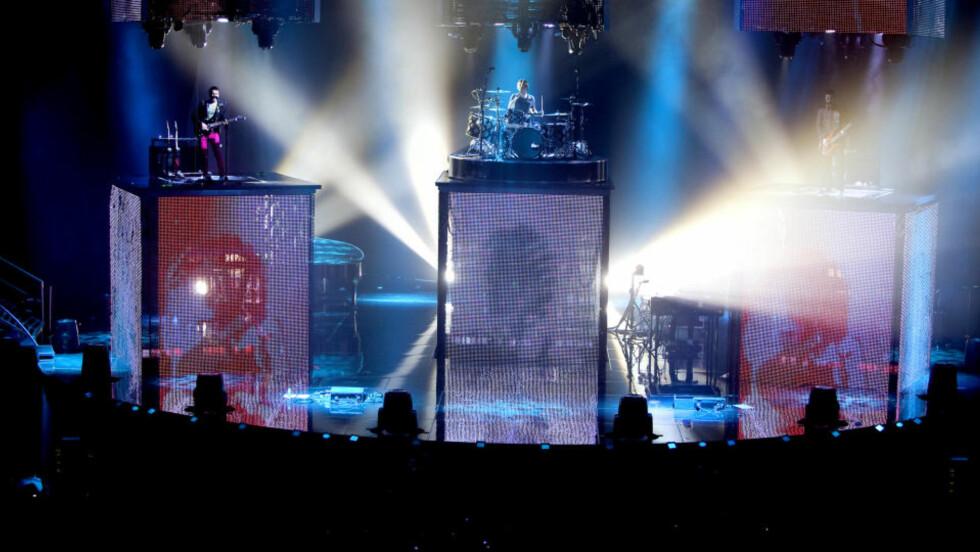 ESTETISK: Muse vet hvordan det skal se ut når man iviterer til rockekonsert. FOTO: HENNING LILLEGÅRD