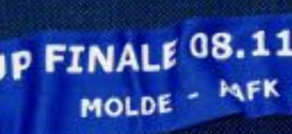 CUP FINALE: Molde var litt kjappe da de leste korrektur på skjerfene de har trykket opp i anledning cupfinalen mot AaFK.Foto: www.moldefk.no