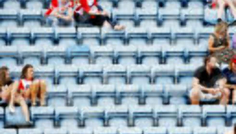 IKKE 20 000 TOMME SETER NESTE ÅR: Flytting fra Ullevaal til Bislett kan bidra til å redde Lyn fra konkurs. Dermed kan klubben få spille i 1. divisjon i stedet for å flyttes ned til 2. divisjon neste sesong.  Foto: Sara Johannessen, Scanpix