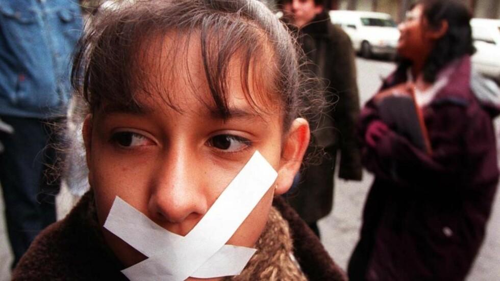 YTRINGSFRIHETENS GRENSER: Hvor går de? Må muslimer tåle mer hets enn andre grupper? Parallelt med Mohammed-krisen har en europeisk-arabisk organisasjon publisert jøde-tegninger for å teste grensene. Nå blir de dratt for retten. Illustrasjonsfoto: SCANPIX