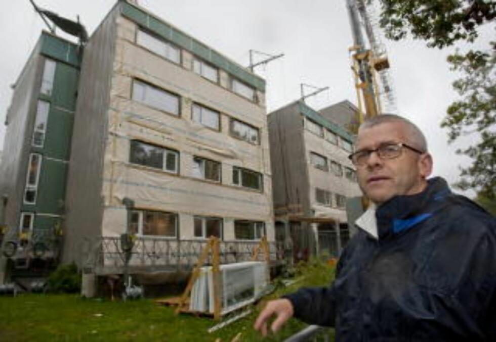 ØKONOMISK: Tinnbo borettslag i Kristiansand bygger om for å spare energi. Det tjener de på, ifølge leder for Tinnhei borettslag, Jon Sverre Berg. Foto: Tor Erik Schrøder / Dagbladet