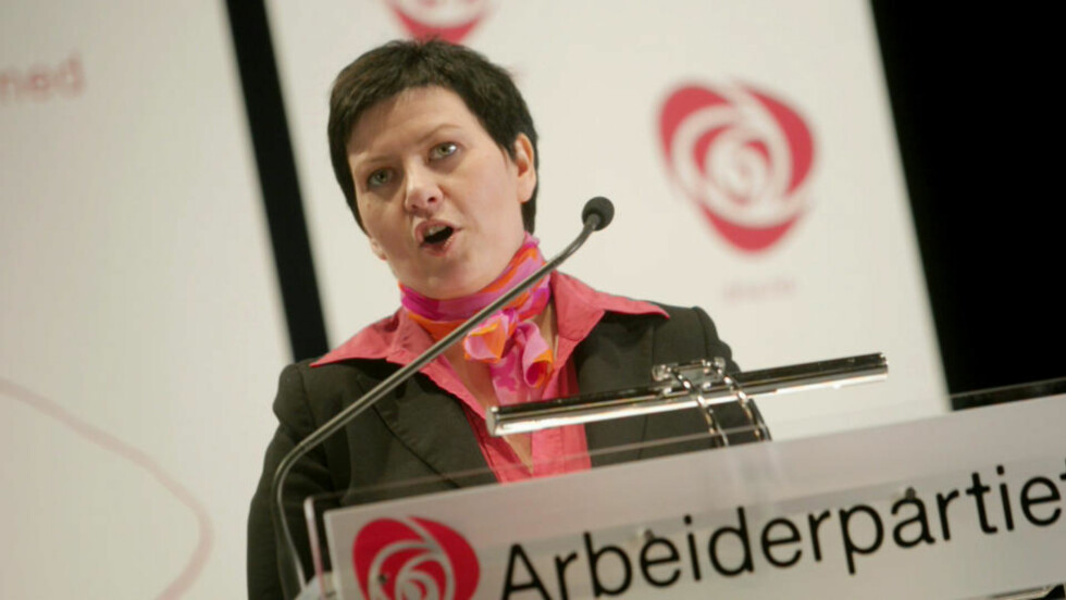SVARER DEG: Ap-nestleder og parlamentarisk leder Helga Pedersen svarer på hva partiet mener om datalagringsdirektivet. Foto: Stian Lysberg Solum / SCANPIX