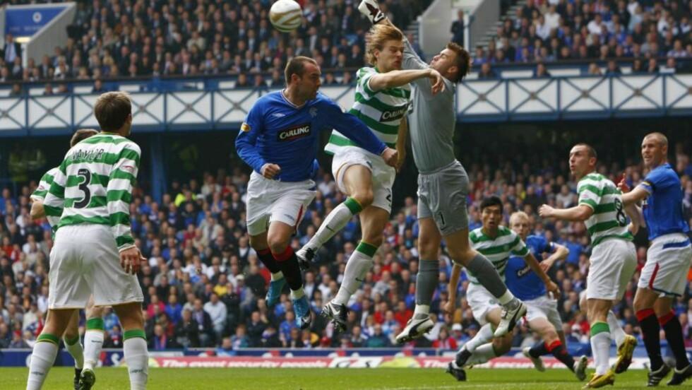 KLASSISK OPPGJØR: Rangers og Celtic i høstens «Old Firm» - oppgjøret mellom de to store Glasgow-klubbene - på Ibrox 4. oktober. Foto: David Moir, Reuters/Scanpix