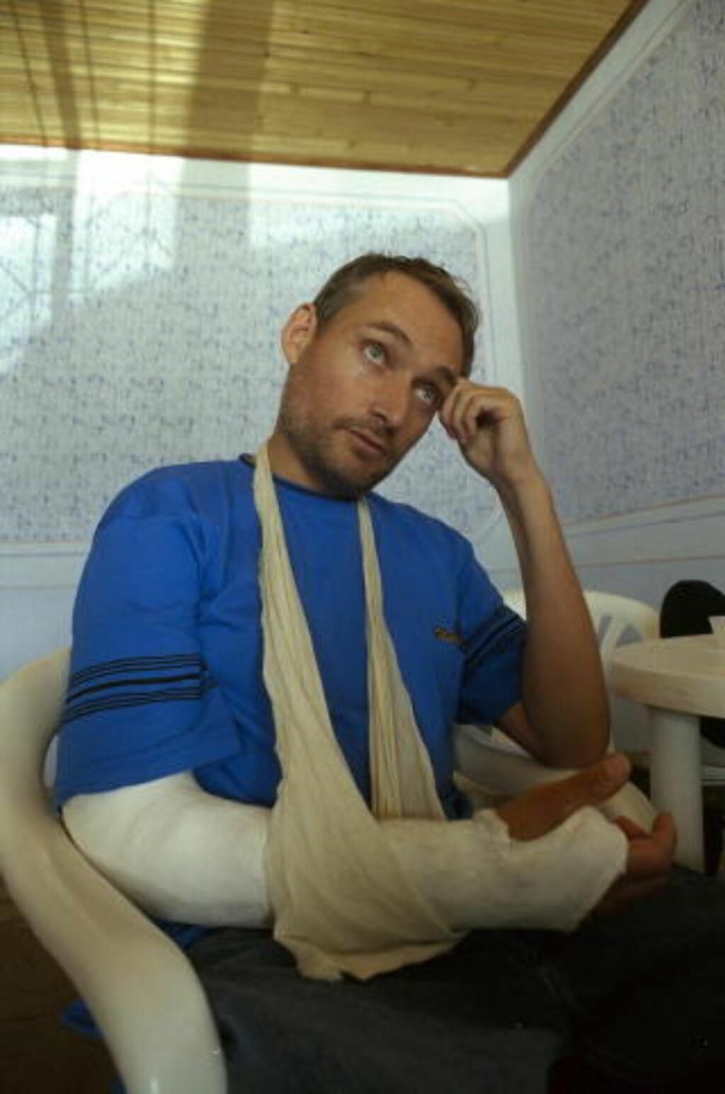 BLE TATT I 1998: Sammen med den kosovoalbanske geriljaen UCK ble Pål Refsdal tatt i et bakholdsangrep av serbiske politistyrker i 1998. Hardt skadet overlevde han angrepet. Foto: Jon Terje Hellgren Hansen