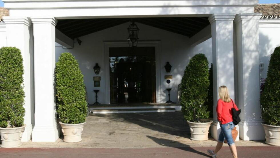 Best i test: Vi skjønte det med en gang vi gikk inn i den enorme resepsjonen på Marbella Club Hotel i Andalucía: Dette er et vinnerhotell. Inngang til resepsjon. Foto: Eivind Eidslott/Dagbladet