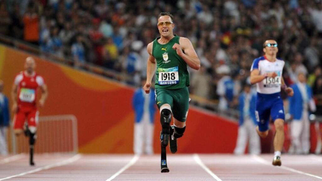 DELTOK I PARALYMPICS: En professor mener Oscar Pistorius har fordeler av de kunstige beina i konkurranser. Her under Paralympics i 2008. Foto: EPA/DIEGO AZUBEL