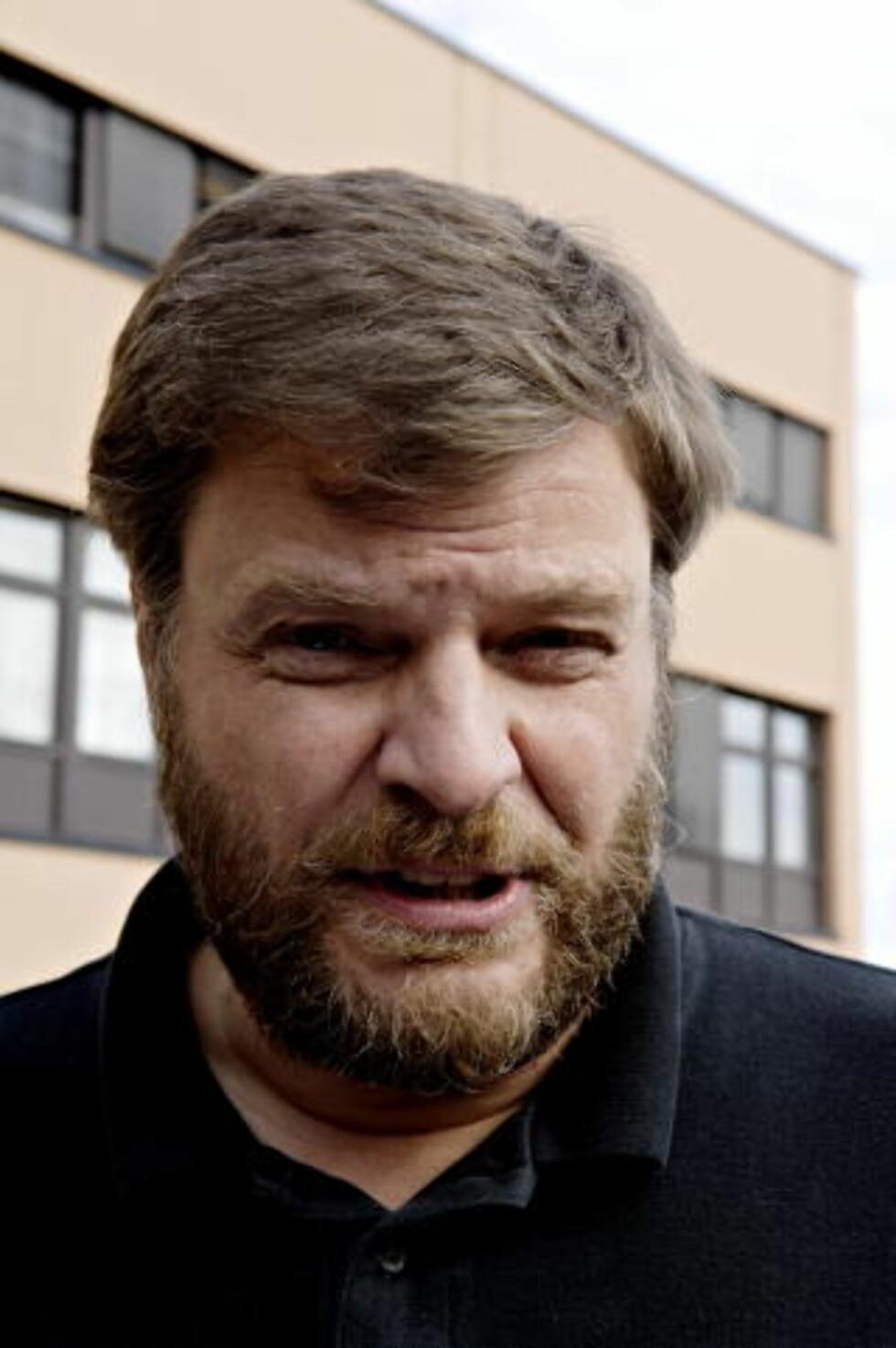 TRYGG VAKSINE: Avdelingsoverlege Steinar Madsen Madsen i Statens legemiddelverk understreker at svineinfluensavaksinen er trygg, og at den har få bivirkninger. - Av nær en million vaksinerte har få oppgitt bivirkninger. Det er vi glad for, sier han til Dagbladet. Foto: ROBERT S. Eik / Dagbladet.