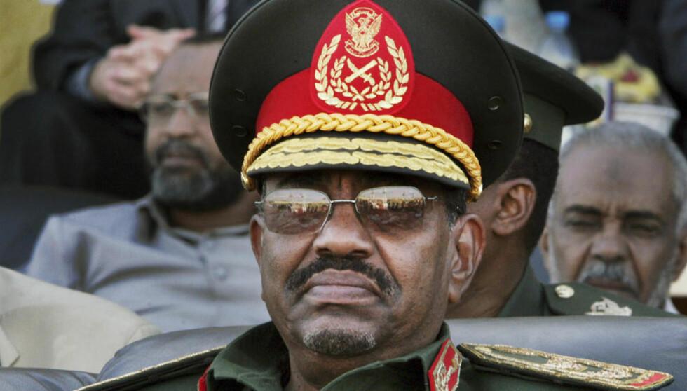 ETTERSØKT FOR KRIGSFORBRYTELSER: Omar al-Bashir vil bli arrestert om han kommer til Danmark. Foto: AP Photo/Abd Raouf/Scanpix