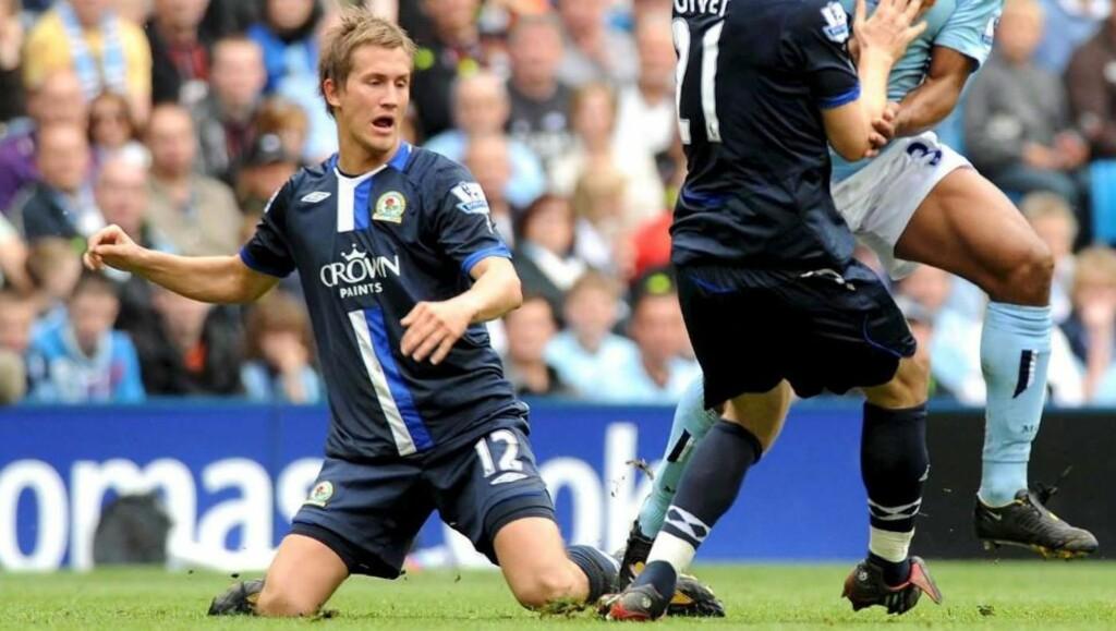 HAR SJU MÅNEDER IGJEN AV AVTALEN: Morten Gamst Pederson, her mot Manchester City, er langt fra sikker på om han blir i Blackburn. Foto: EPA/CLIVE LAWRENCE