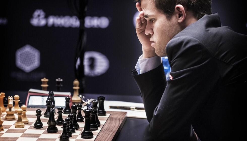SJAKKENS MESTERE: Magnus Carlsen og Sergey Karjakin er godt i gang med VM i sjakk som pågår i New York. For alle våre sjakkelskende lesere tar vi et titt på noen partiet fra 1934mellom en filosof og en dramatiker. Foto: Hans Arne Vedlog  / Dagbladet