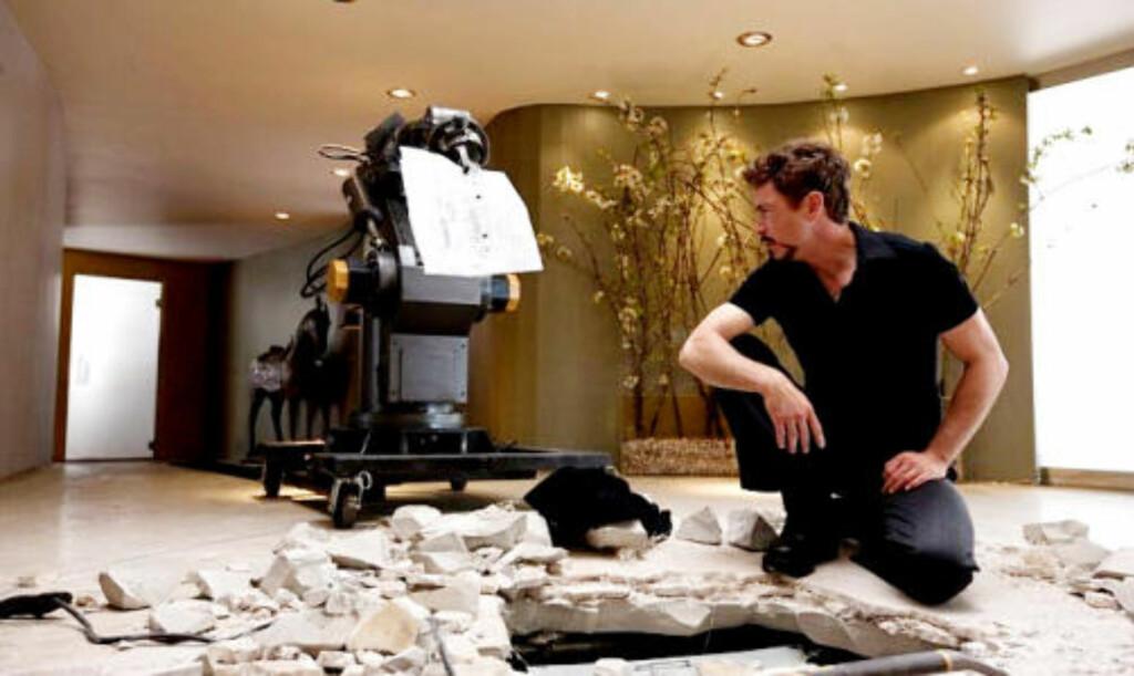 TEKNOLOG: Robert Downey jr./Tony Stark får nye problemer å hanskes med, blant annet sin egen hang til å ty til flaska. FOTO: MARVEL