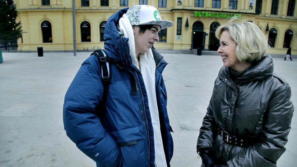 FANT TONEN: Stephen Kristoffer Blüme og helseminister Anne-Grete Strøm-Erichsen fant raskt tonen da de møttes utenfor Oslo sentralstasjon. Foto:Jacques Hvistendahl/Dagbladet