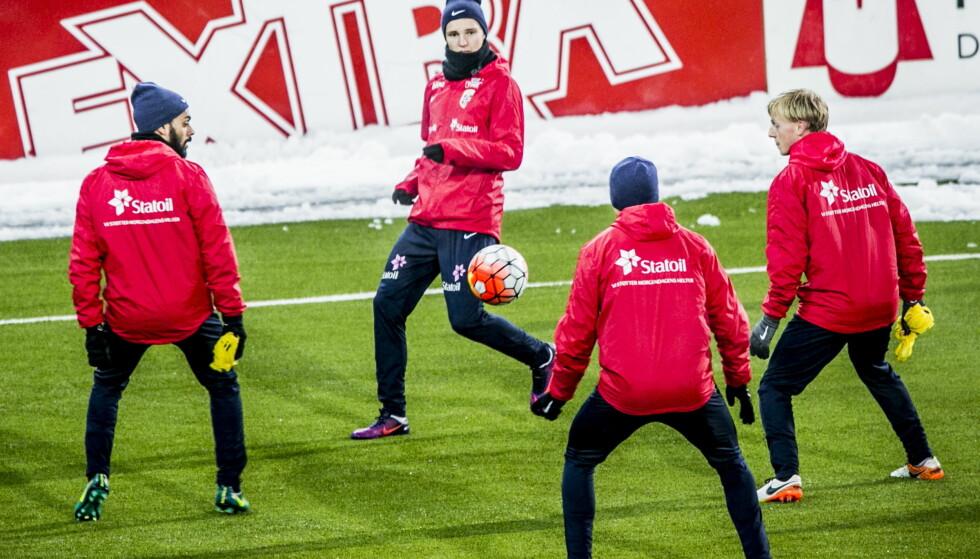 TILBAKE PÅ GAMMEL HJEMMEBANE: Martin Ødegaard i aksjon på hans gamle hjemmebane, Marienlyst stadion, på trening før kampen mot Serbia. Foto: Christian Roth Christensen