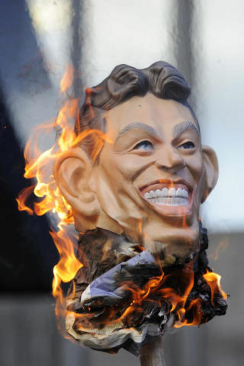 KRIGSMOTSTAND: Tony Blair, her i dokkeform under en demonstrasjon utenfor lokalene hvor Chilcot-høringen finner sted, hadde god kjennskap til at Saddam ikke hadde kjemiske våpen, sa Sir John Scarlett i går. Foto: TOPSHOTS/AFP PHOTO/ Frantzesco Kangaris/Scanpix