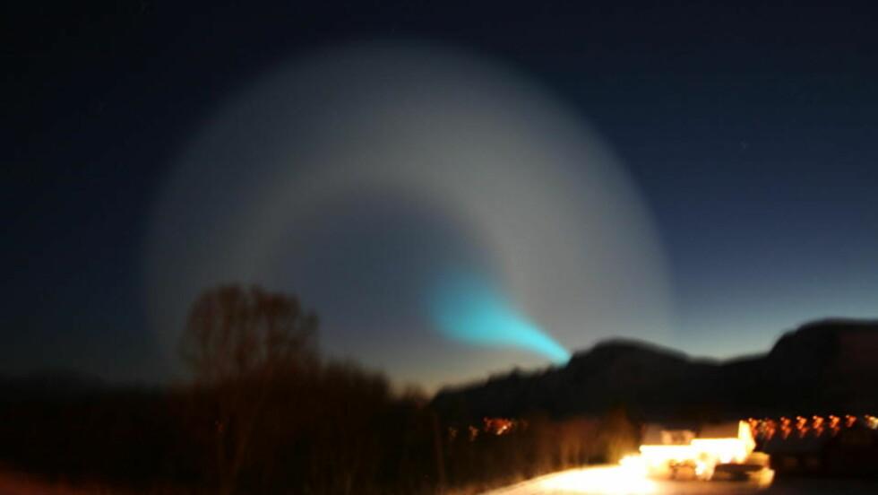 RART LYS: Flere har sett noe som minner om en spiral på himmelen over lysfenomenet fra Nord-Norge i morgentimene i dag. Dette bildet ble tatt på Sortland. Foto: Morten Kristiansen