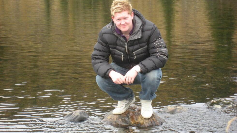 LEGETABBE KAN KOSTE LIVET: Mathias Wilberg (17) har idag ingen svulster i kroppen, men både han og familien er redd for at kreften kan komme tilbake. Da 17-åringen fikk fjernet en føflekk i 2006 kastet legen den i søpla uten videre undersøkelser. Tre år senere har kreften fått spredd seg, og idag har han bare 45 prosent sjanse for å bli frisk. Foto: Privat