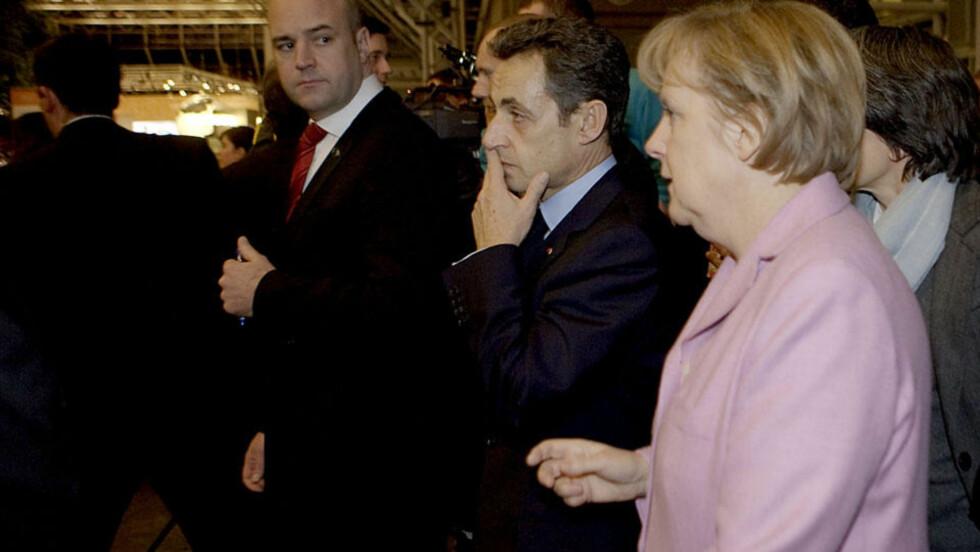 DYPT ALVOR: Sveriges statsminister Fredrik Reinfeldt, Frankrikes president Nicholas Sarkozy og Tysklands forbundskansler Angela Merkel er alvorstynget etter et krisemøte blant noen av verdens toppledere. Utover ettermiddagen fortsetter møtene. Foto: Torbjørn Grønning