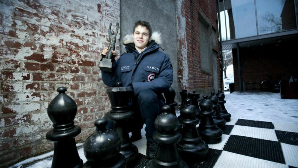 KONGEN:  Sjakkspiller og verdensener Magnus Carlsen vant Folkets Idrettspris som Dagbladet deler ut. Man regner med at mer enn 600 millioner kan spille sjakk i verden. Den aller beste er Carlsen. Foto: Henning Lillegård / Dagbladet