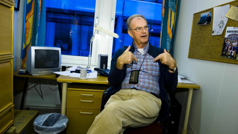 PRESSET UT: Einar Lunde mener de nye reglene som forbyr ansatte i nyhetsadelingen i NRK å gjøre reiselederoppdrag, er skreddersydd mot ham. Foto: Håkon Eikesdal