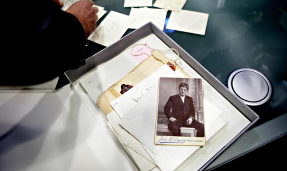 UÅPNET BOKS: En boks med Hamsun-relaterte brev ble levert Nasjonalmuseet for femti år siden, med en klausul om at de ikke skulle åpnes før i 2010. Foto: Lars Eivind Bones / Dagbladet