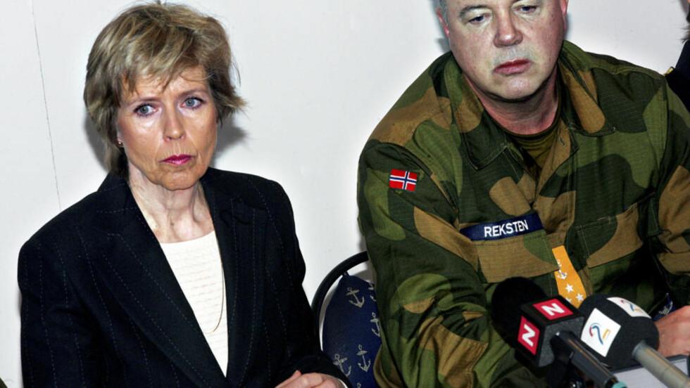 FØR GOLF-BRÅKET:  Forsvarsminister Anne-Grete Strøm-Erichsen og viseadmiral Jan Reksten på en pressekonferanse i 2006. Foto: Lars Magne Hovtun, Forsvaret/Scanpix.