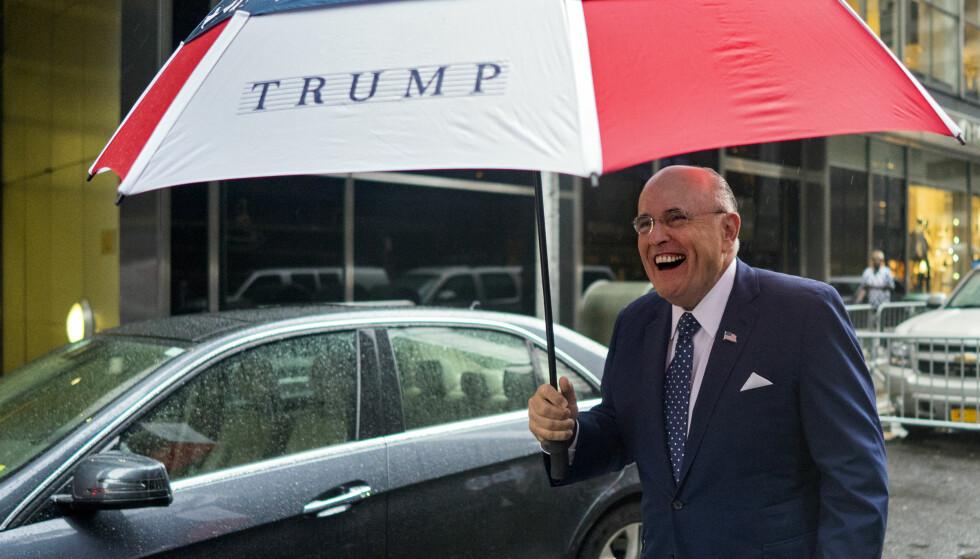 FAVORITT: Tidligere borgermester i New York Rudy Giuliani er en viktig støttespiller for Donald Trump og har vært nevnt som aktuell for flere posisjoner i den nye regjeringen. Foto: Craig Ruttle/AP/NTB Scanpix