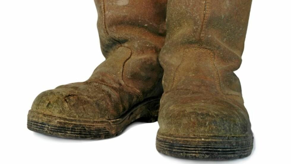 SKITNE SKO: Vintervær kan fort gjøre semkede sko stygge og flekkete. Følg våre tips for et godt vedlikehold. FOTO: Crestock