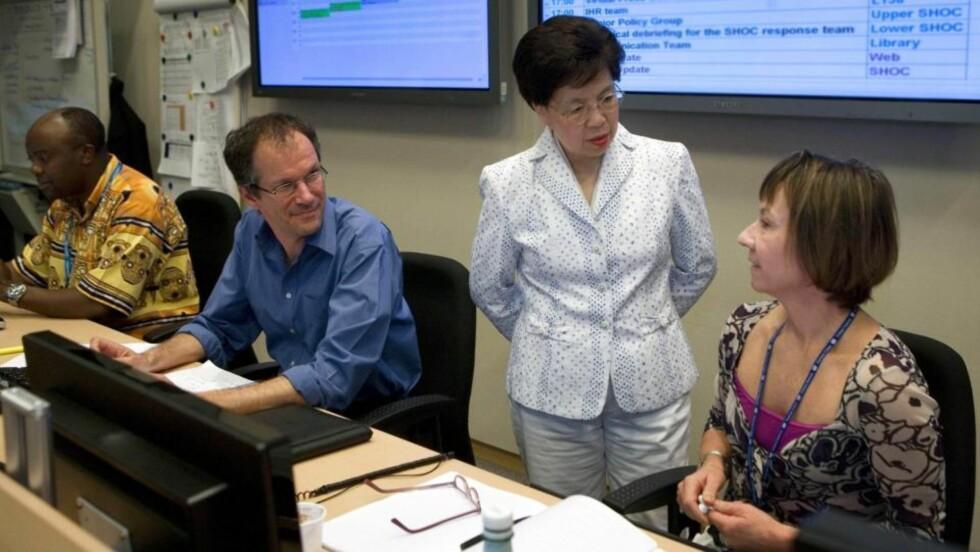 ADVARER: Margaret Chan dølger arbeidet i WHOs strategiske operasjonssenter i Genevé. Hun advarer nå mot at svineinfluensaen kan komme i en ny og kraftigere bølge.  Foto: AP/KEYSTONE/Handout WHO/Christopher Black/SCANPIX